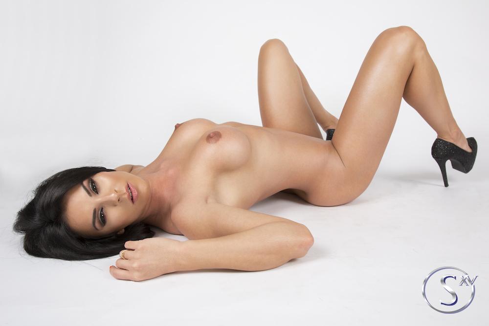 Hot Naked Angel, Inna